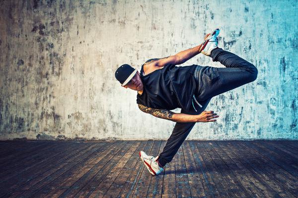 A break dance é um dos elementos do hip hop que compõem a cultura brasileira contemporânea.