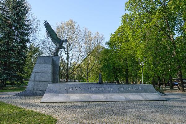 A memória construída pelo stalinismo diz que o Massacre de Katyn foi realizado pelos nazistas e não pelos soviéticos.[2]