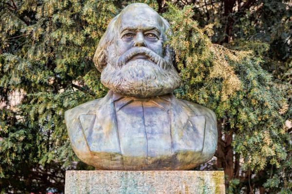 Karl Marx, um dos teóricos do materialismo histórico.