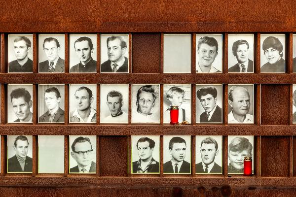 Ao todo, 140 pessoas foram mortas no Muro de Berlim.[3]