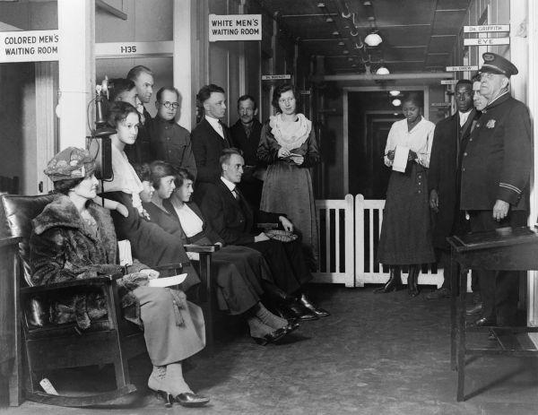Estabelecimento público em Washington com locais de espera diferentes para brancos e negros.