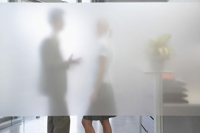 Na imagem podemos observar meios transparante, translúcido e opaco, consegue identificá-los?