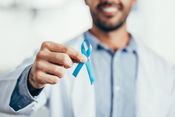 Campanhas de conscientização sobre o câncer de próstata são fundamentais para o combate à doença.