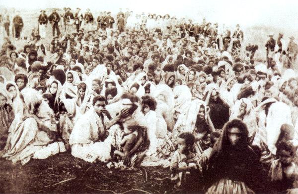 Integrantes da Comunidade de Canudos, liderada por Antônio Conselheiro.