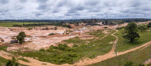 Uma das causas do desmatamento na Amazônia são as áreas de mineração irregulares.