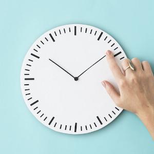 relógio e mão