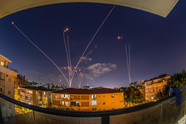 Domo de Ferro, sistema para interceptar e destruir mísseis e bombas, em Israel (Crédito: Shutterstock)